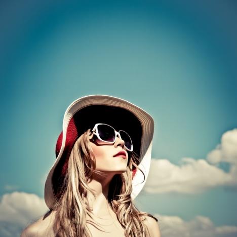 1946_sunglasses_hat_in_sun